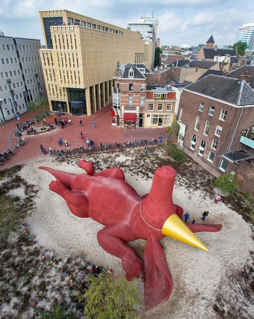 florentijn hofman realizes giant climbable aardvark