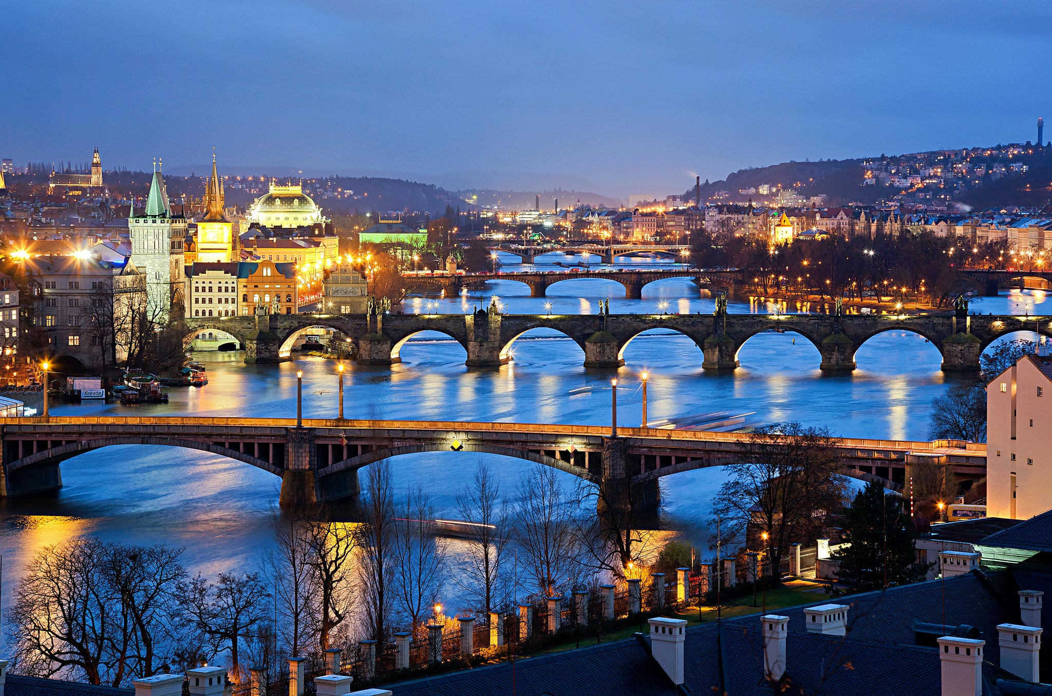 Ponts de Prague la nuit