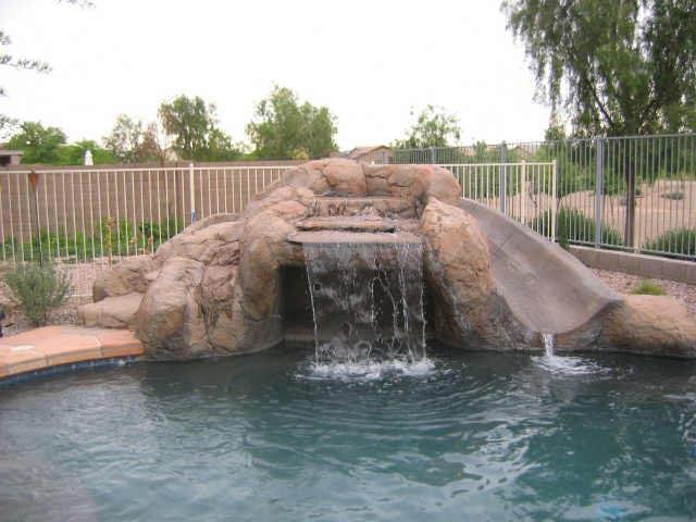 Piscine de luxe images et photos arts et voyages for Piscine cascade toboggan