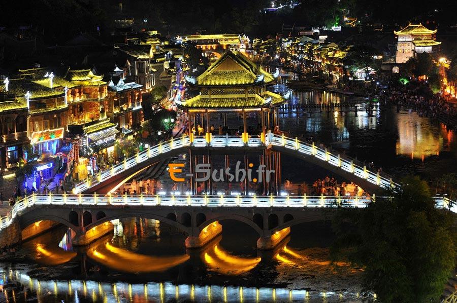 Paysages nocturnes en chine de l'ancienne ville de Fenghuan
