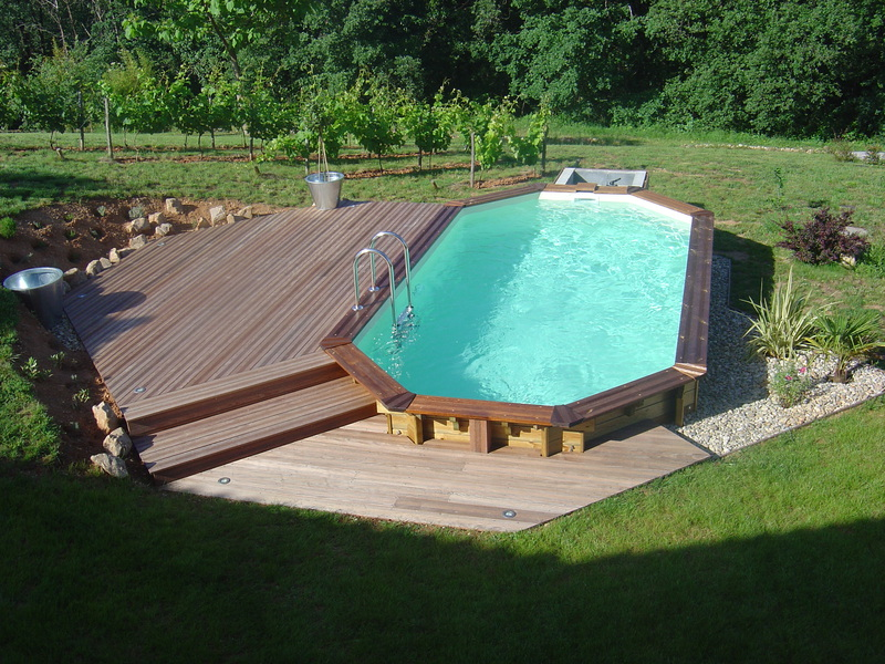 Piscine bois images arts et voyages for Piscines semi enterrees