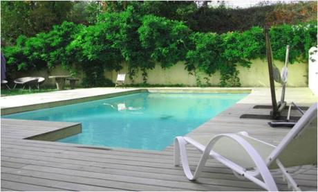piscine chauffée côté jardin - image photo
