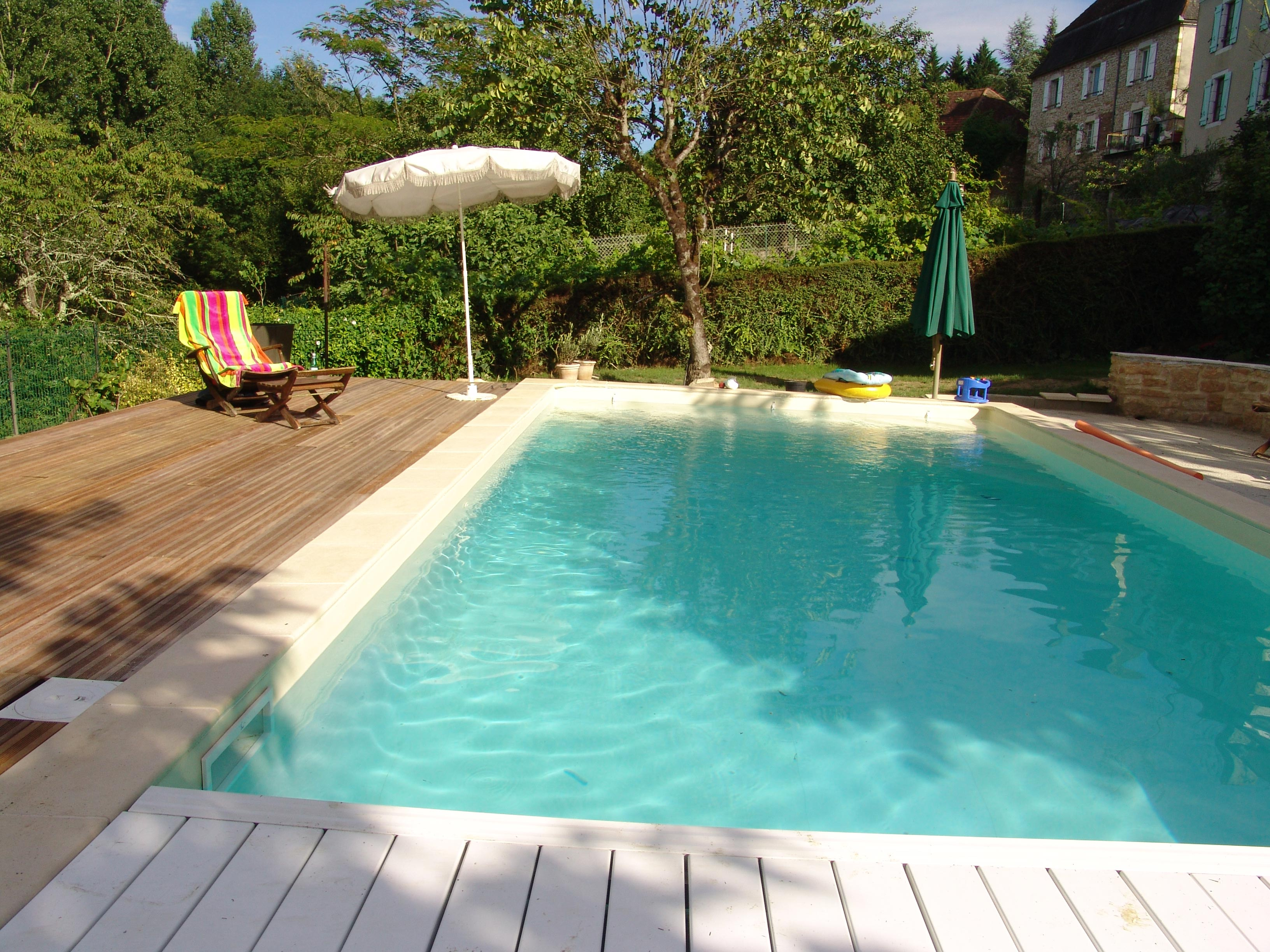 Piscine jardin images et photos arts et voyages Atmosphere agreable piscine jardin