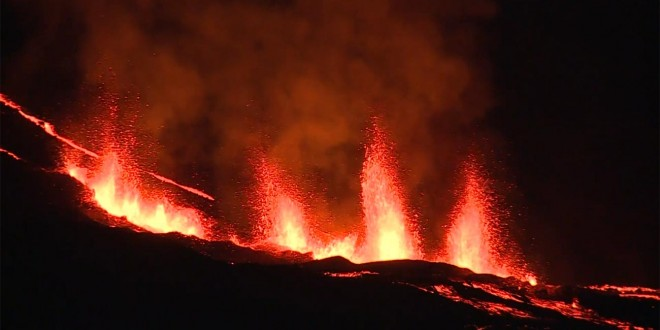 Piton de la fournaise en éruption