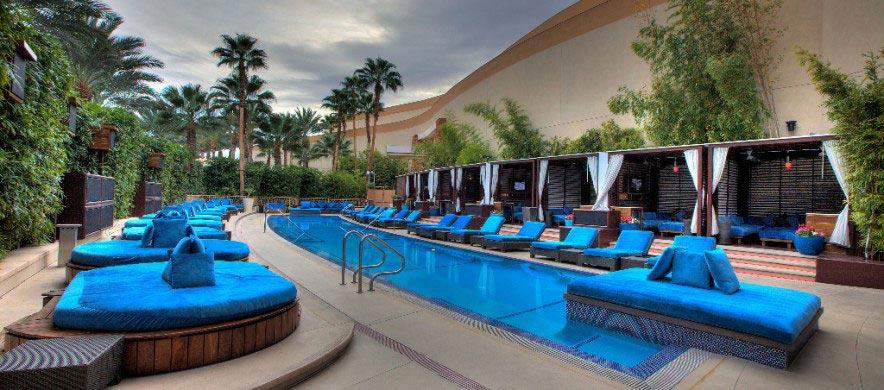 grande piscine de luxe haut de gamme