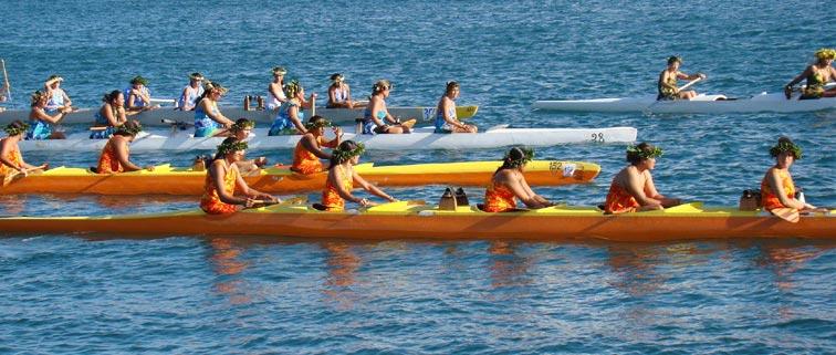 Course de pirogues à Tahiti
