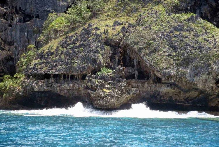 Grotte en dentelle sur Rurutu