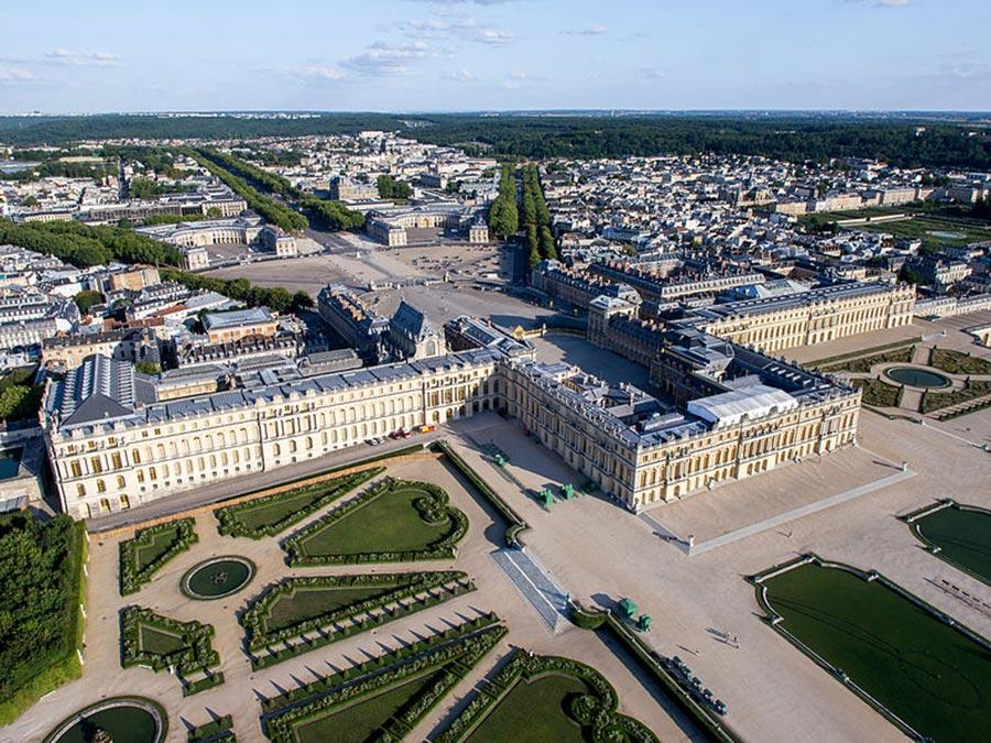 Le Chateau De Versailles Arts Et Voyages