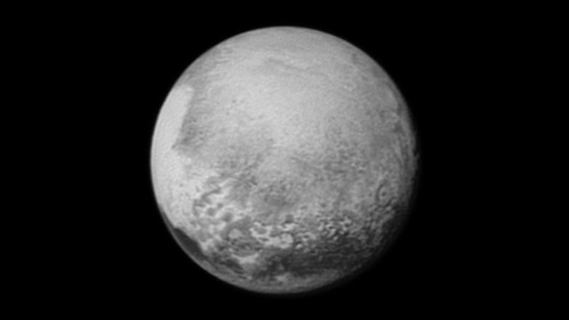 Premier survol de Pluton
