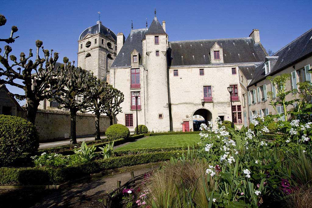 Alen on r gion basse normandie arts et voyages for Maison france confort alencon