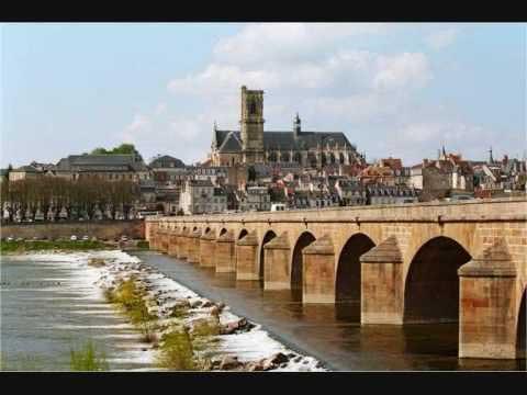 Ville de Nevers-Pont  et Cathédrale_Saint_Cyr