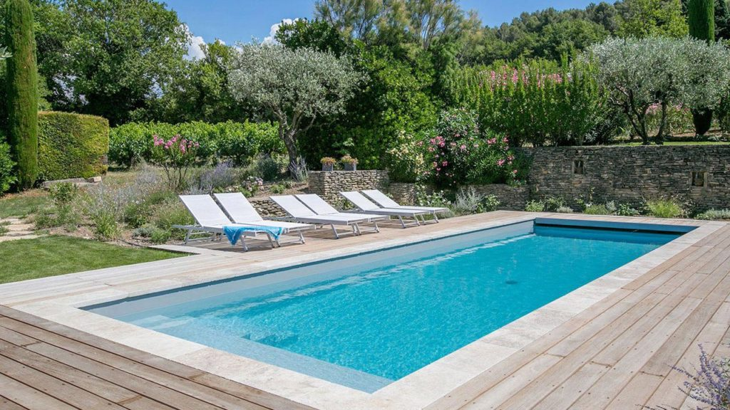 Belle piscine de jardin