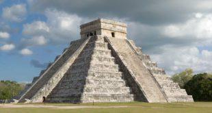 pyramide-maya